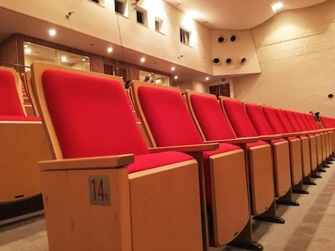 </p> <ul> <li>観劇で感染のリスクは?大阪での観劇をどうしようか迷った話【コロナ対策】</li> </ul> <p>