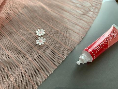 子供のチュールスカートの穴を「針糸なし」で簡単に可愛く直しました